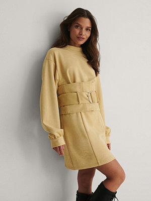Isha Van Dijk x NA-KD Miniklänning beige