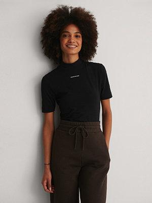 Calvin Klein Organic Micro Branding Stretch Mock Neck svart