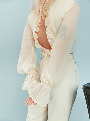 Melissa Bentsen x NA-KD Blus Med Ballongärm beige
