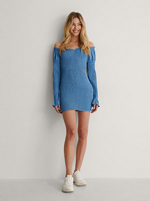 Lisa-Marie Schiffner x NA-KD Off Shoulder-Klänning blå