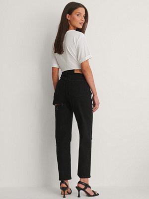 NA-KD Trend Mom Jeans Med Skuren Detalj Bak svart