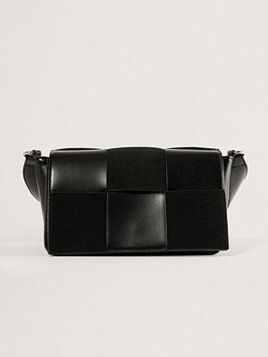 NA-KD Accessories Väska Med Mockalook svart axelväska
