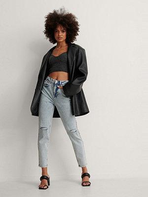 NA-KD Trend Ekologiska Slim Jeans Med Slitningar På Knäet Och Hög Midja blå