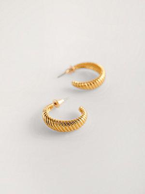 NA-KD Accessories smycke Guldpläterade Hoops-örhängen guld