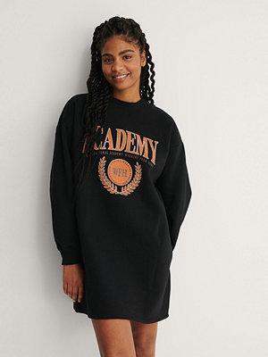 NA-KD Ekologisk Sweaterklänning svart