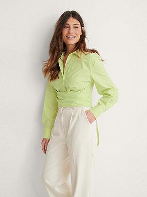 Louise Madsen x NA-KD Skjorta Med Knytdetalj grön
