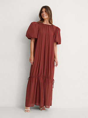 NA-KD Trend Big Puff Sleeve Chiffon Dress röd