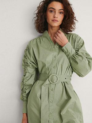 NA-KD Klänning Med Ärmdetalj grön