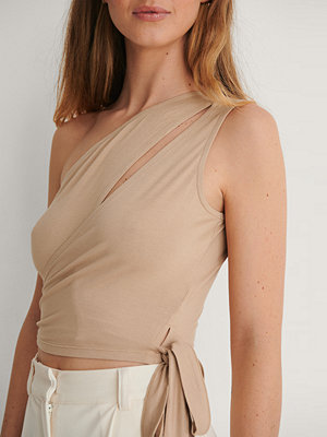 Curated Styles Croppad Topp Med Knytdetalj beige