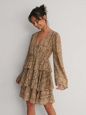 NA-KD Boho Volangklänning brun