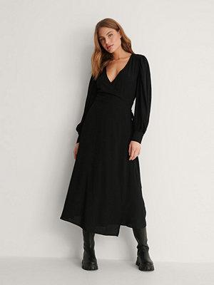 NA-KD Reborn Omlottklänning svart