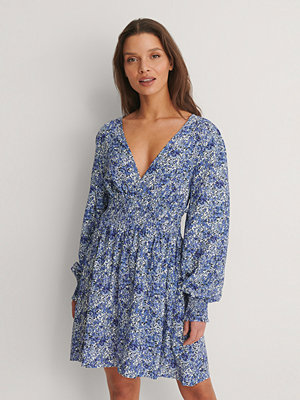 NA-KD Smockklänning Med Puffärm blå