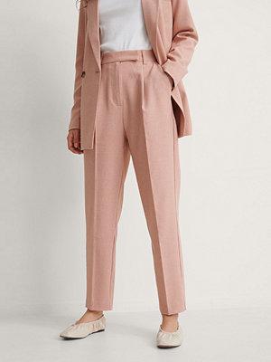 NA-KD Classic Recycled Croppade Kostymbyxor rosa persikofärgade