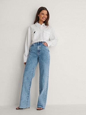 Jeans - NA-KD Trend Ekologiska Raka Jeans Med Rå Fåll blå