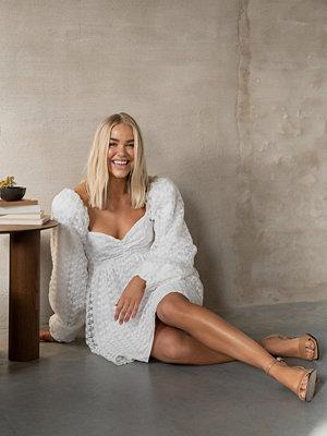 Curated Styles Långärmad Miniklänning vit