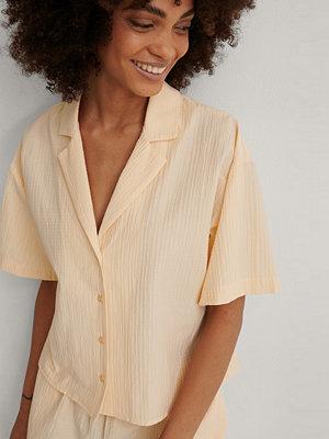 NA-KD Lingerie Kortärmad Organisk Loungeskjorta beige