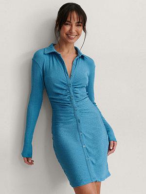 NA-KD Trend Klänning Med Knappdetaljer blå