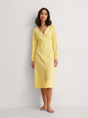 Anna Briand x NA-KD Midjedetalj Midiklänning gul