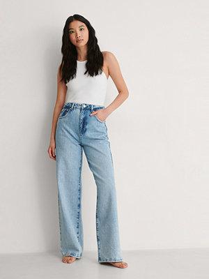 NA-KD Trend Vida Jeans Med Hög Midja Och Vintagelook blå