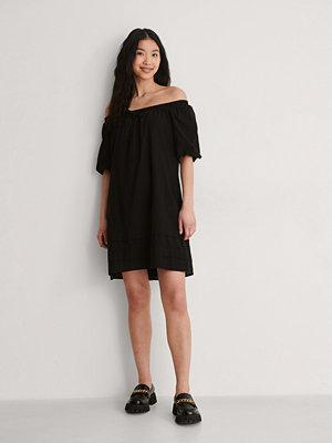 Trendyol Off Shoulder-Klänning svart