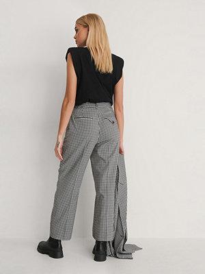 NA-KD Classic svarta rutiga byxor Check Cropped Pants multicolor