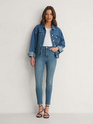 NA-KD Ekologiska Skinny Petite Jeans Med Hög Midja blå