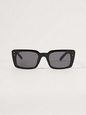 NA-KD Accessories Rektangulära Solglasögon svart