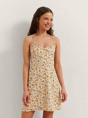 Rianne Meijer x NA-KD Miniklänning Med Blommigt Tryck gul