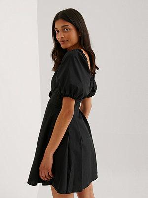 Trendyol Miniklänning Med Knappdetalj svart