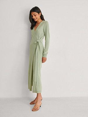 NA-KD Trend Stickad Klänning grön