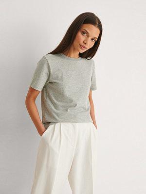NA-KD Basic T-Shirt I Ekologisk Bomull Med Rund Hals grå