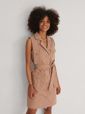 NA-KD Trend Ekologisk Denim Miniklänning Med Bälte rosa