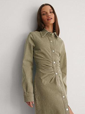 NA-KD Reborn Ekologisk Midiklänning I Färgad Denim Med Rysch grön