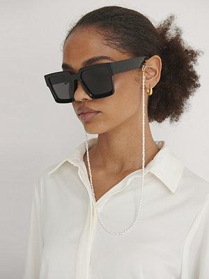 Solglasögon - NA-KD Accessories Smal Pärlkedja För Mask & Glasögon guld