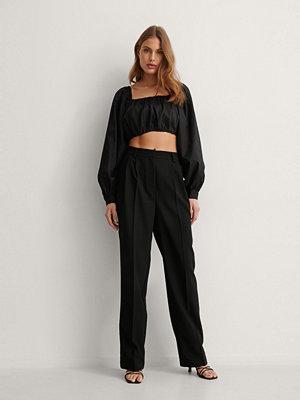 NA-KD Classic Kostymbyxor Med Veck svart svarta