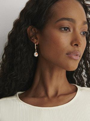 NA-KD Accessories smycke Pärla Örhängen guld