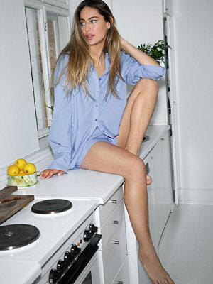 Skjortor - Mathilde Gøhler x NA-KD Boxig Skjorta blå