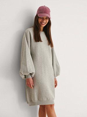 NA-KD Ekologisk Sweatshirtklänning Med Ballongärm grå