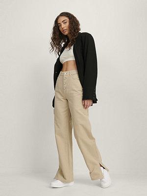NA-KD Trend Jeans Med Raka Ben Och Slits beige