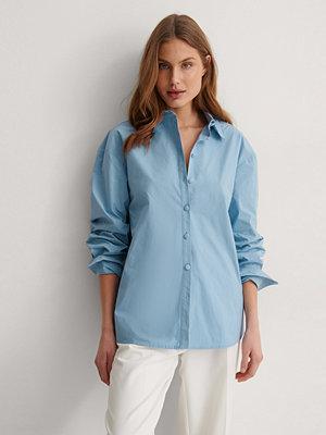 NA-KD Trend Recycled Oversize Skjorta blå