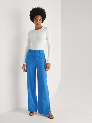 Khaoula x NA-KD Slitsdetalj Kostymbyxor blå