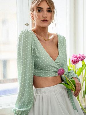 Anika Teller x NA-KD Knytrem Topp Med Ballongärm grön