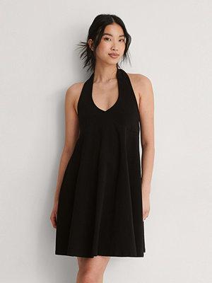 NA-KD Trend Ekologisk Jerseyklänning Med Halterneck svart