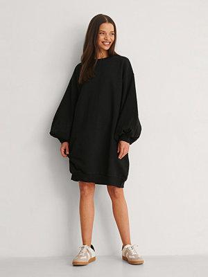 NA-KD Ekologisk Sweatshirtklänning Med Ballongärm svart