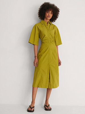 NA-KD Trend Midiklänning grön