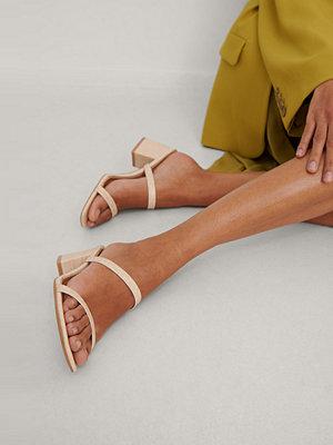 NA-KD Shoes Fyrkantig Remsandal beige