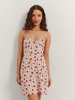 Rianne Meijer x NA-KD Miniklänning Med Blommigt Tryck röd