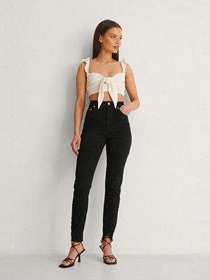 Anika Teller x NA-KD Slim Fit Jeans svart