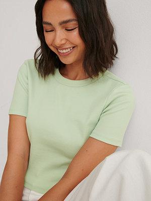 Louise Madsen x NA-KD Ekologisk Bas-t-shirt grön