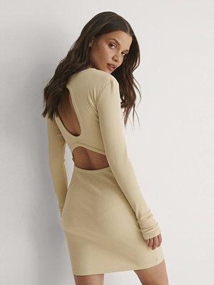 Bella Michlo x NA-KD Miniklänning Med Öppen Rygg beige